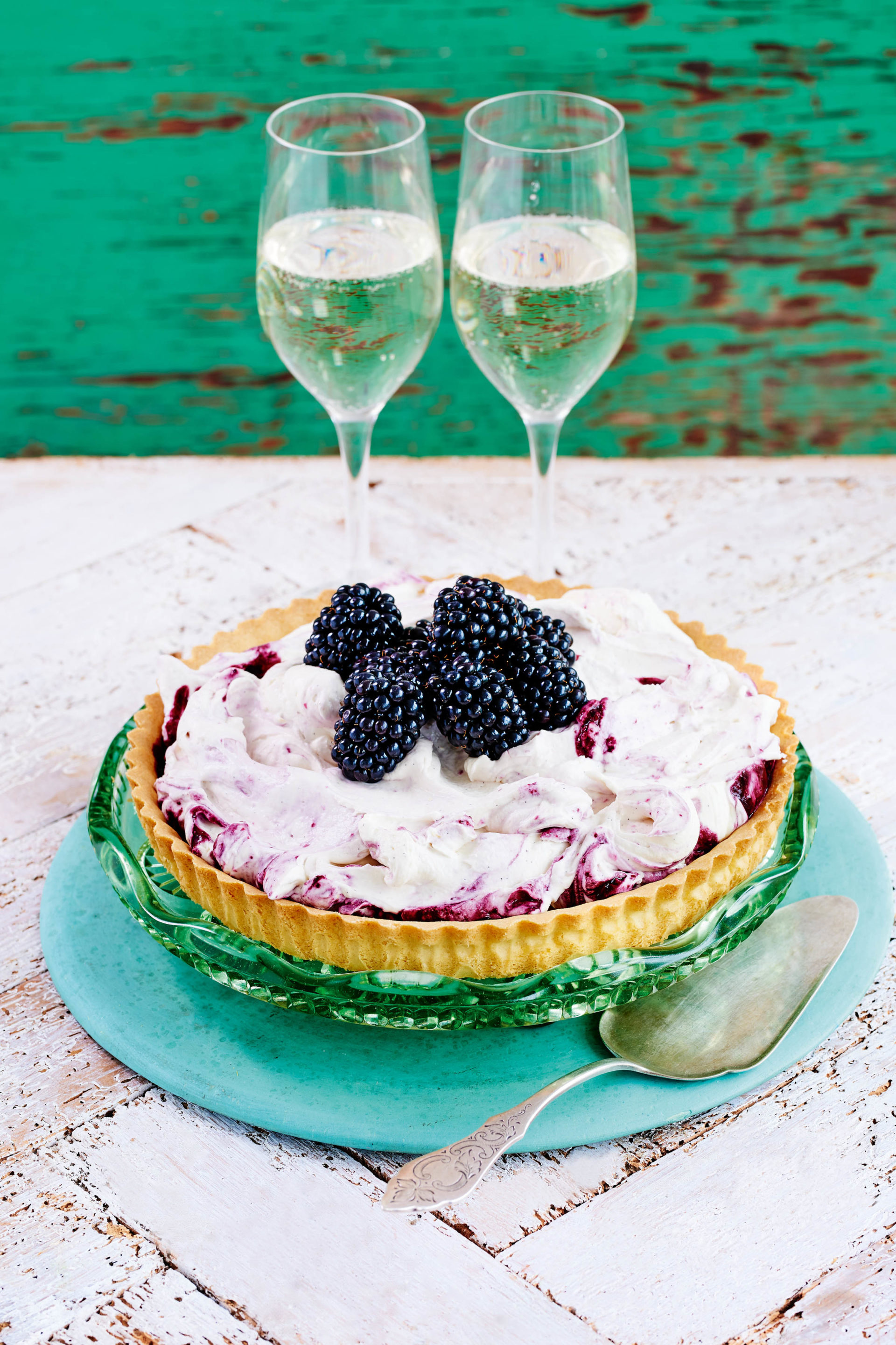 Blackberry fool cheesecake